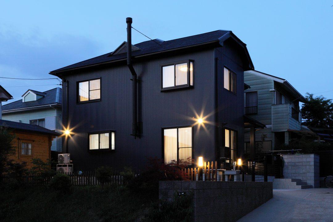 まるで新築!薪ストーブとログハウスのある家